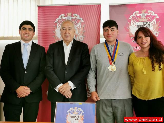 Osorno: Medallista sudamericano Sebastián Cañulef recibió reconocimiento municipal