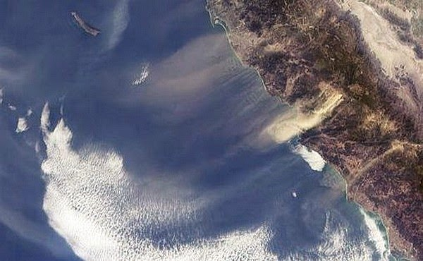 Satellite photo of Santa Ana winds blowing towards the ocean