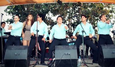 Foto de los Hermanos Silva en el escenario