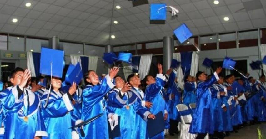 18 jóvenes beneficiarios del PRONABEC se gradúan en Huancavelica - www.pronabec.gob.pe