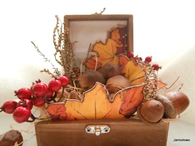 motyw jesiennych liści jako decoupage na płótnie