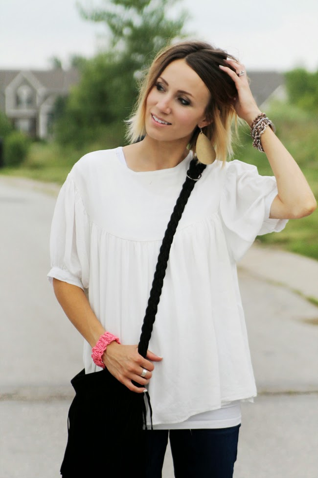 Loose, boho blouse and black fringe bag