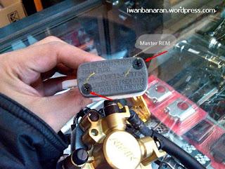 cara mengganti minyak rem cakram motor yang benar