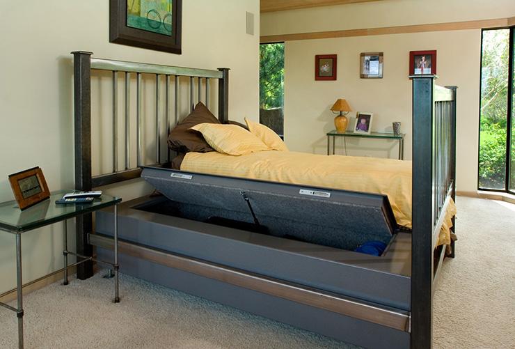 Стальная кровать с сейфом