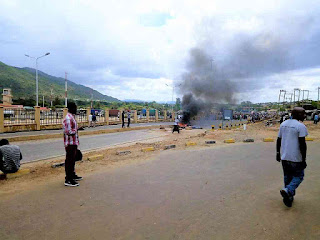 Namanga residents and other Kenyans deported demonstrate at the Border following the Tanzanian directives. PHOTO | Courtesy