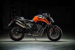 KTM-790-DUKE-Scalpel-lateral