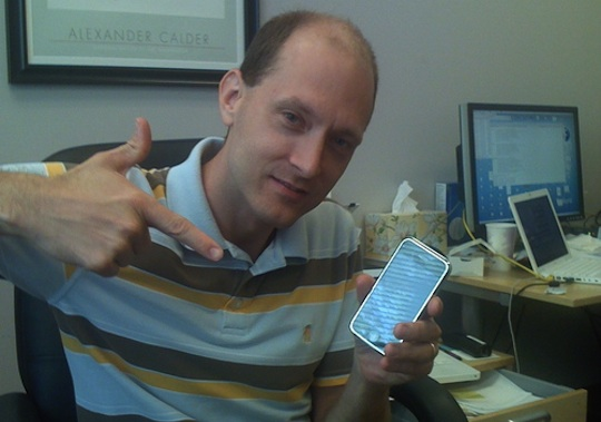 Researcher Charlie Miller kicked out from iOS dev program for Exploiting iOS security flaw