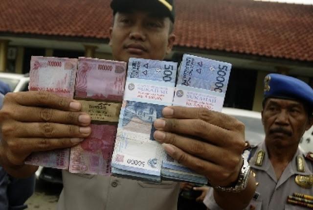 HEBAT.... PNS Kembalikan Uang 86 Juta...