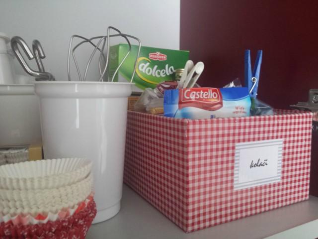 Kutija za cipele i čašice jogurta za organiziranje u kuhinji