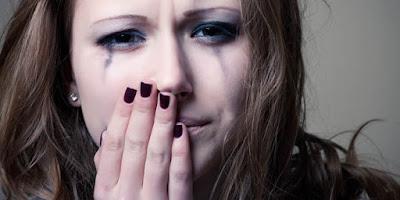 Siapa yang akan bilang tidak pernah mencicipi perasaan sakit hati atau kecewa di dalam ke Inilah Contoh Kata Kata Sakit Hati Karena Cinta Paling Menghanyutkan !!