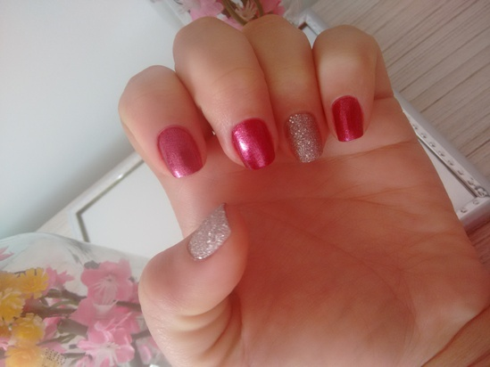 Esmalte da semana - Vermelho  blant nós amamos esmaltes e Rosa crystal avon