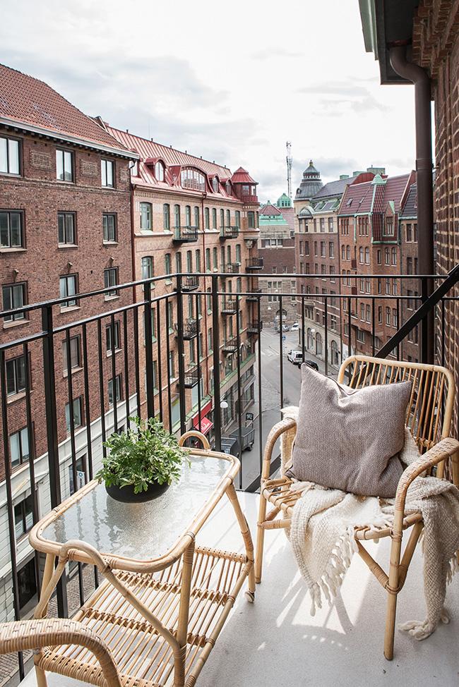 Bienvenido mayo balcones peque os con mucho encanto la - Balcones con encanto ...