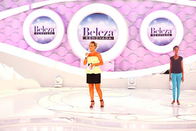 Eliana no palco mostra como é Divani - Crédito: Rodrigo Belentani/SBT