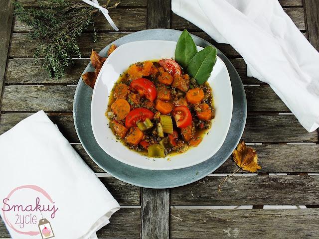 Wegańska zupa z dynią i soczewicą