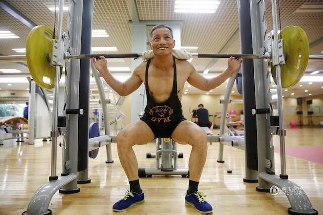Kakek Ying ANgkat Beban