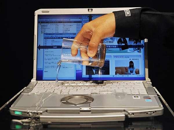 Laptop tersiram air