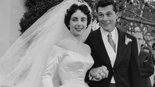 Elizabeth Taylor S First Wedding Gown Sells For 188 175 At