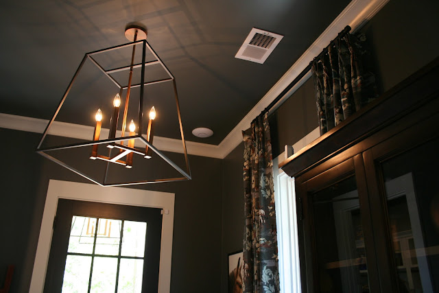 Dark painted ceilings in the mudroom of a cottage farmhouse in Palmetto Bluff, SC | The Lowcountry Lady