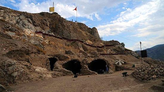 Calabouço de Drácula - prisão do 'vampiro' na Turquia