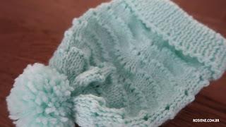 Gorro e sapatinho de bebê em tricô