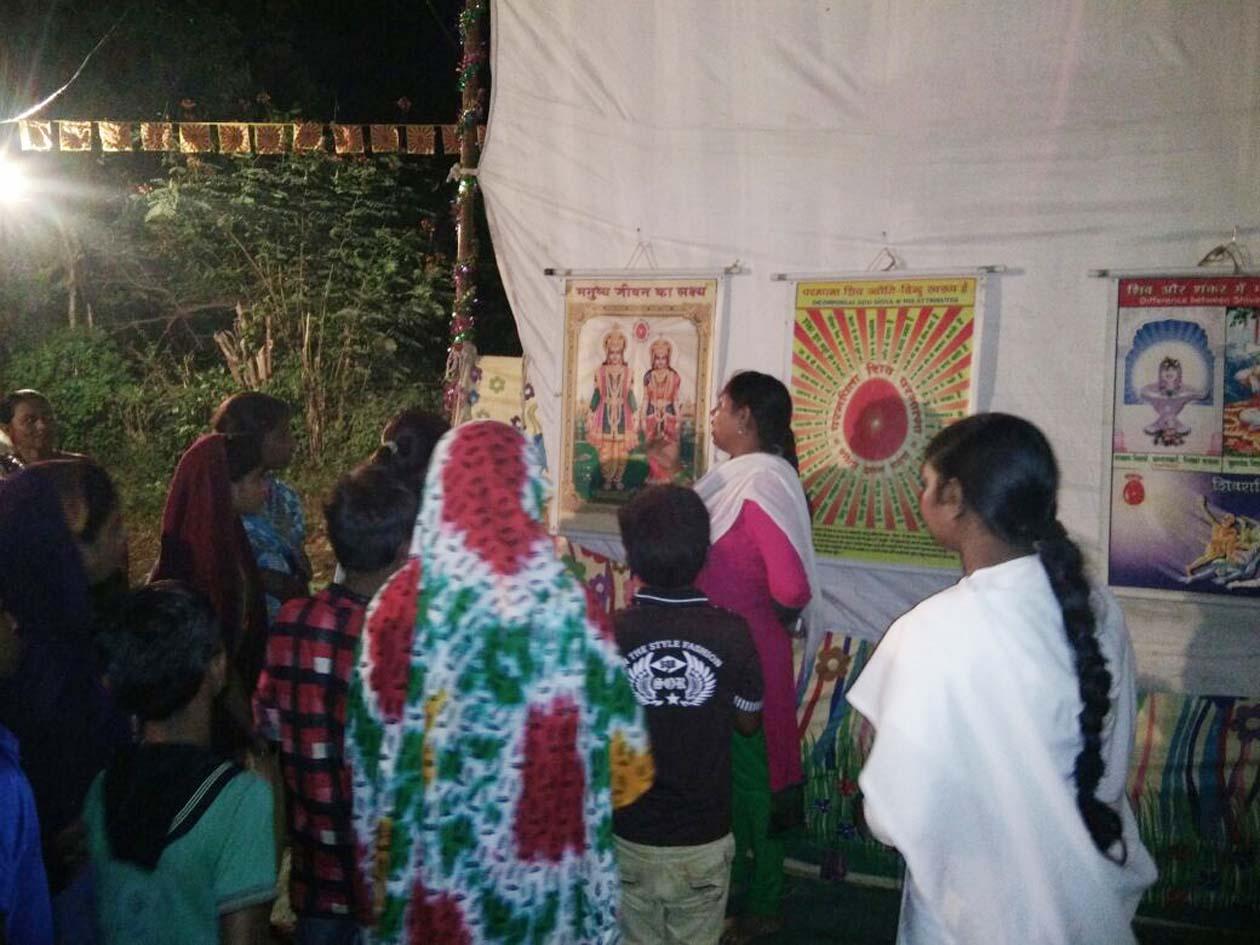 Shri-Prajapati-Braraakumari-Chaitanya-Ladies-being-the-center-of-special-attraction-श्री प्रजापिता ब्रह्रााकुमारिज की चैतन्य देवियों की झांकी बन रहीं विशेष आकर्षण का केंद्र