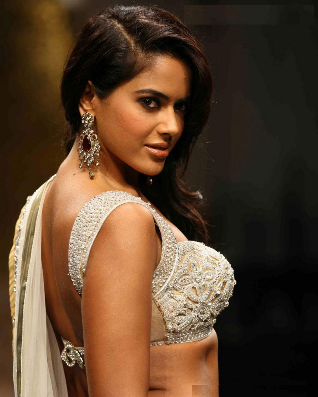 Tamil Actr Team: Sameera Reddy Hot Photos in White Blouse
