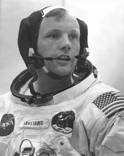 neil armstrong was left handed - photo #15