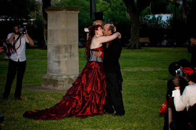 steampunk wedding, steampunk bride and groom, louise black corset, galveston, wedding, kempner park, retroscope fashion, gentlemen's emporium, red wedding dress