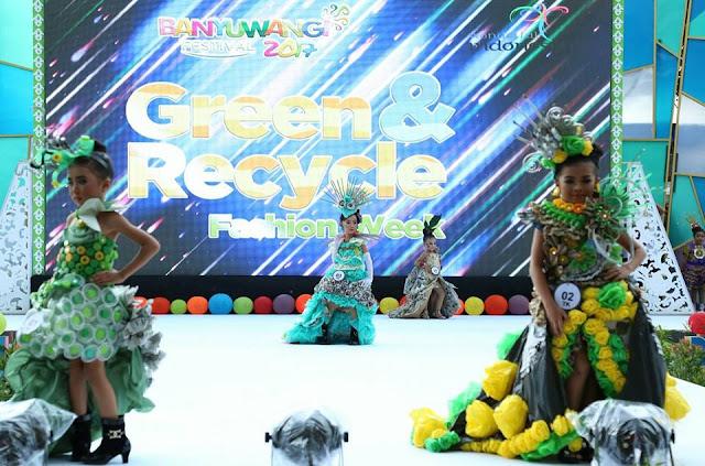 Festival busana daur ulang Banyuwangi 2017.