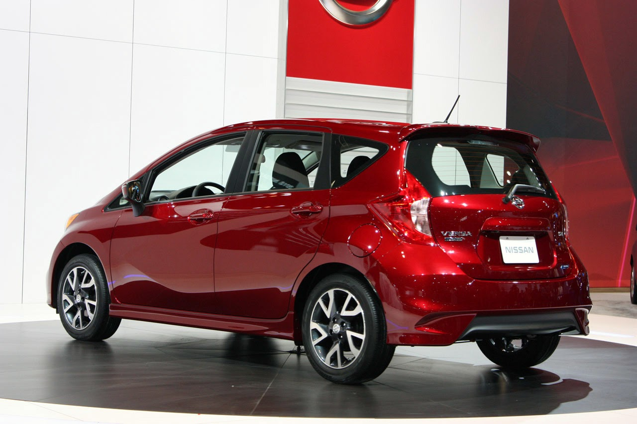 automotiveblogz 2015 nissan versa note sr chicago 2014 photos. Black Bedroom Furniture Sets. Home Design Ideas