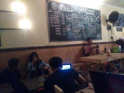 Suasana di Dalam Kedai Mbah Sangkil