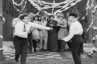 "Кадр из фильма Чарли Чаплина ""Танго-путаница"" (1914) - 16"