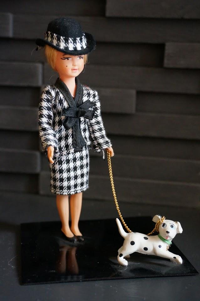 la Parisienne   Parisian doll  vintage souvenir
