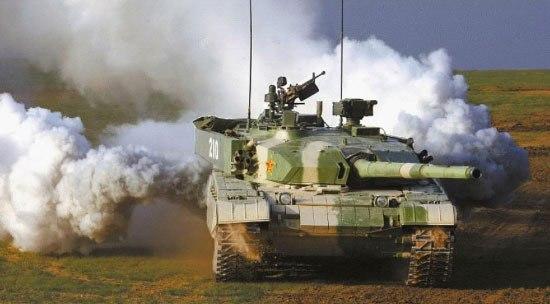 Китайский основной боевой танк Тип 99 на маневрах