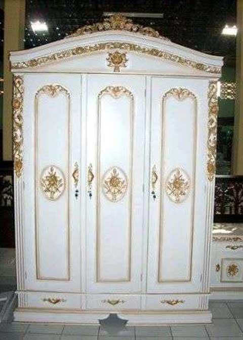 lemari pakaian ukir 3 pintu