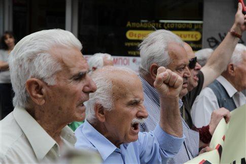 Διαδήλωση συνταξιούχων κατά του νόμου Κατρούγκαλου έξω από το ΣτΕ