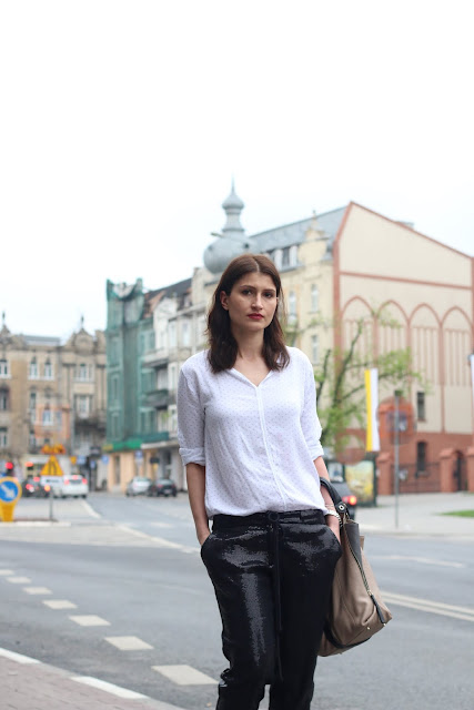 cekinowe spodnie, jak nosic, stylistka poznan, sequined black pants