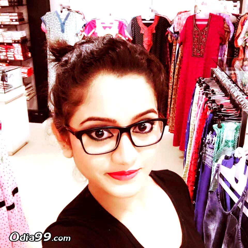 Elina Samantray Hd Photo, Age, Upcoming Movie, Mobile Number, Education, Wiki, Family Address -9633