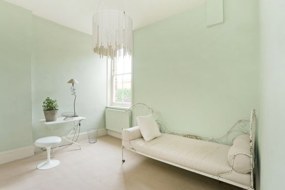 light green walls, Heir and Space: Bedroom inspiration: Mint Green and White