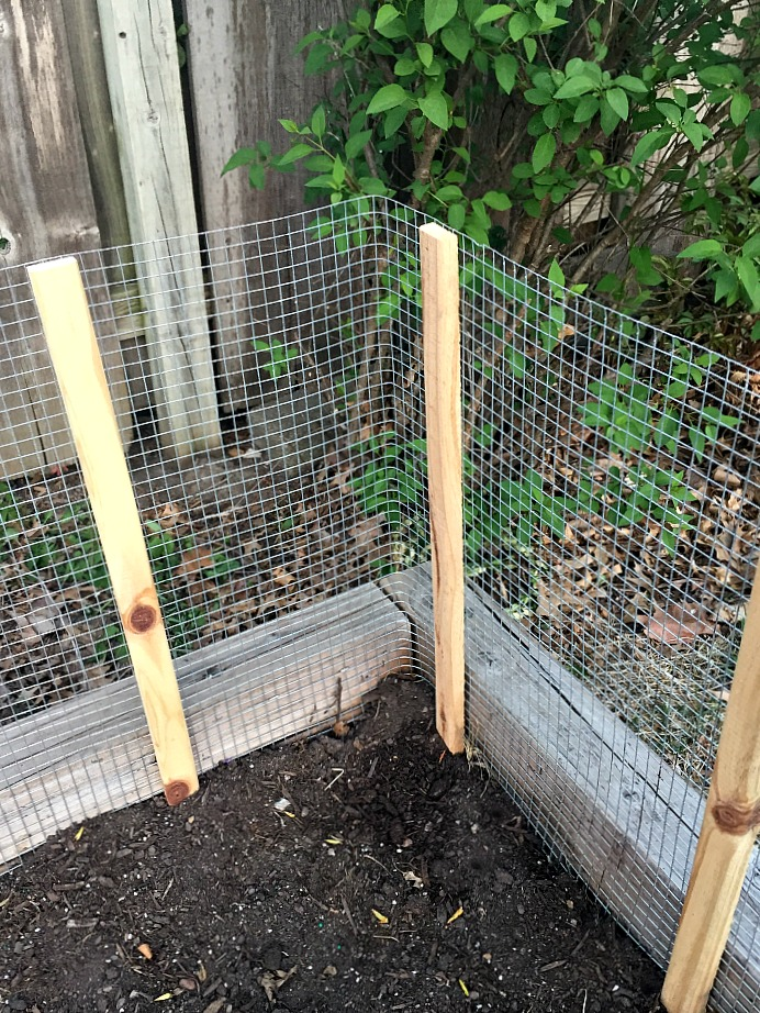 Urban Acreage DIY Fence for Raised Garden Beds