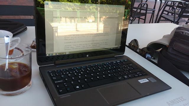 Francisco Tapia escribiendo en verano