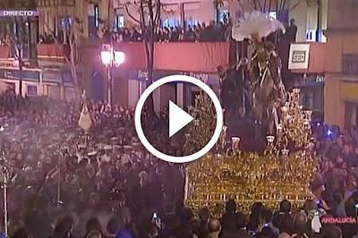Tres Caidas de Campana de la hermandad de la esperanza de triana en campana en la madruga de la semana santa de sevilla del año 2010 acompañado por la banda de cornetas y tambores tres caidas de triana de Julio Vera Cuder