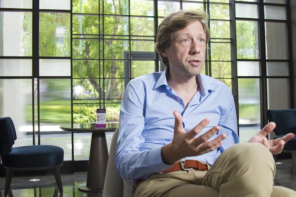建築照明設計專家羅希爾‧范德海(Rogier van der Heide)