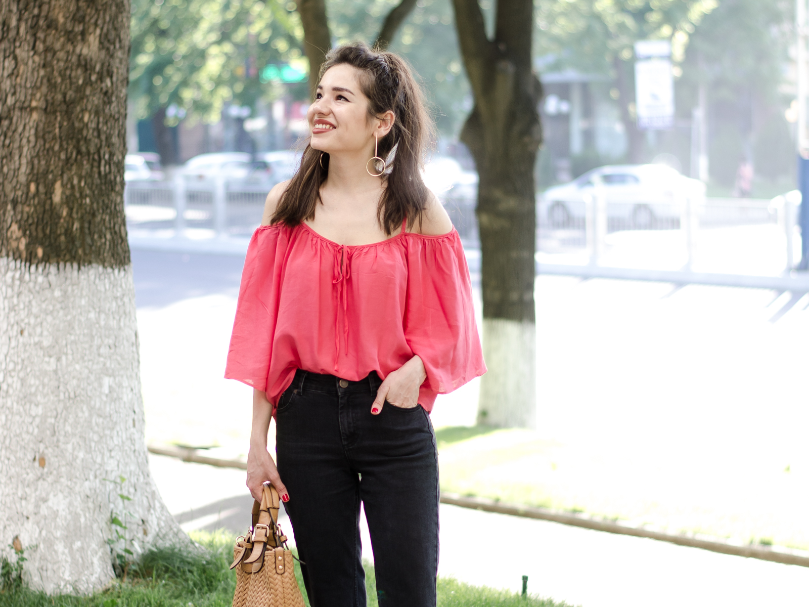 fashion blogger diyorasnotes diyora beta coral top ripped jeans