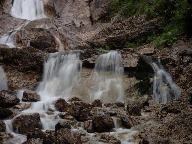 Kaskady wody na Białym Potoku