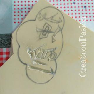 Carvado-sello-de-caucho-con-gubias-kanji-chino-en-nube-creativo-original-Crea2-con-Pasión-primeros-pasos-sobre-caucho