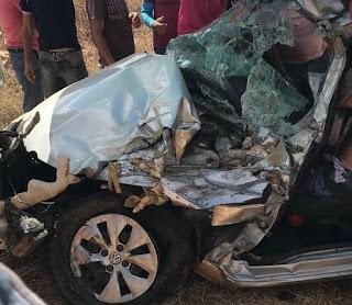 Acidente entre ônibus escolar e carro de passeio deixa vários estudantes feridos