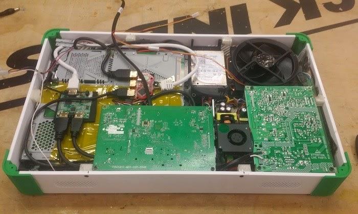 إكس بوكس وان و بلايستيشن 4 في جهاز واحد