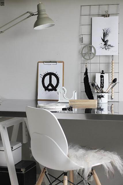 annelies design, webbutik, webbutiker, nätbutik, nätbutiker, inredning, arbetsrum, arbetsrummet, tavla, tavlor, svartivt, svart och vitt, svartvita, poster, posters, nät, clips, tejphållare, vitt, vit, vita, detaljer,
