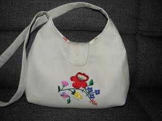 Hencsi kreatív blogja  Szokásos hímzett táska e331954956